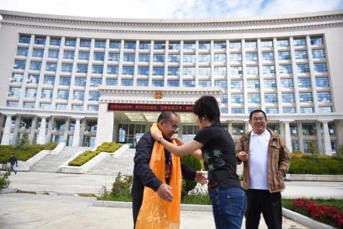 6青训营同学看望援藏律师袁天
